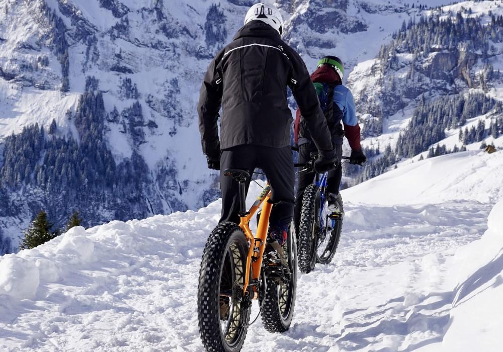 ciclista neve